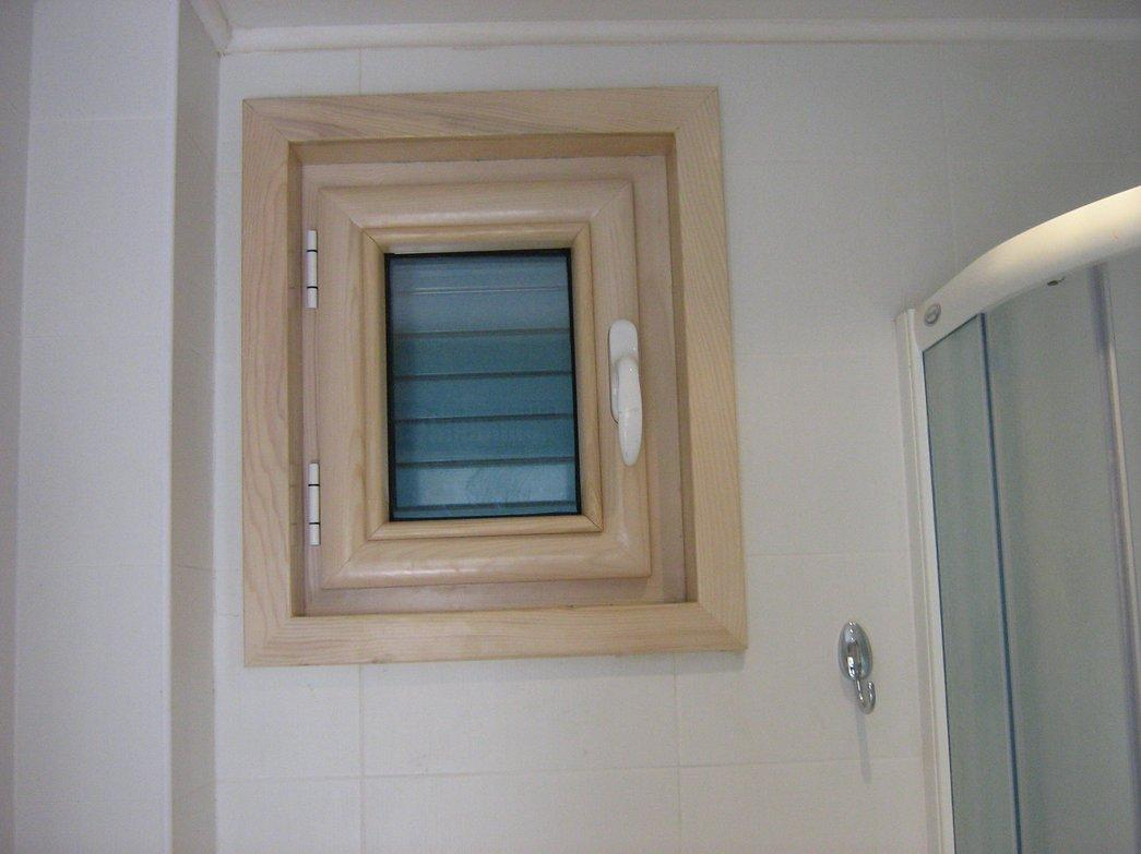 LUCICE Petrovac-Prozor u kupatilu