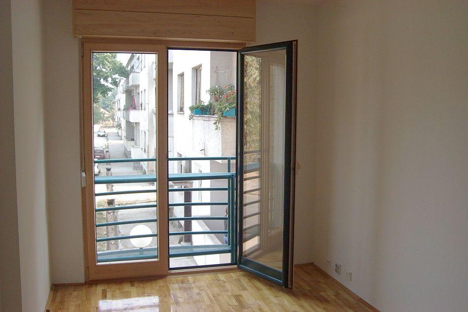 Stambena zgrada Niksic - Prozori drvo-aluminum sa al. rol 3